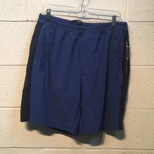 Lululemon men's blue short sz xl has liner 57765